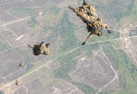 Israeli Paratroopers Jump Into NATO Exercises for First Time in Eastern Europe