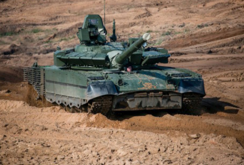 Servicemen of Northern Fleet Learn to Operate New T-80BVM Tanks