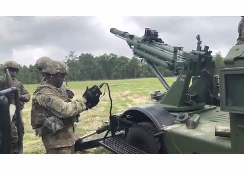 US Army Experiments with Howitzers Mounted on Humvees
