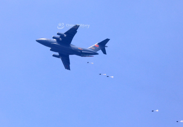 Y-20's Completion of First Heavy Equipment Airdrop is of Great Significance